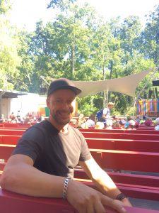 Der Texter Otto Senn bei seinem Besuch am 24.07.18 in der Freilichtbühne